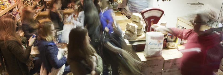 L'Aperitivo in Bottega: cibo e convivialità